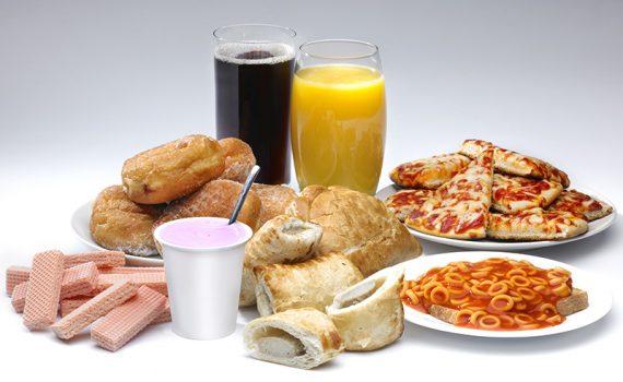 Los riesgos de la comida ultraprocesada en adultos mayores